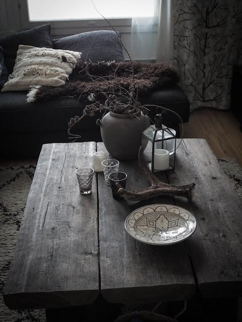 Sohvapöytä asetelma