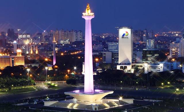 Ibu Kota Pindah, Ongkos Tiket PNS Rp 3,5 Triliun, Usul Lokasi di Bukit Soeharto - Foto: Tugu Monumen Nasional (Monas) di malam hari