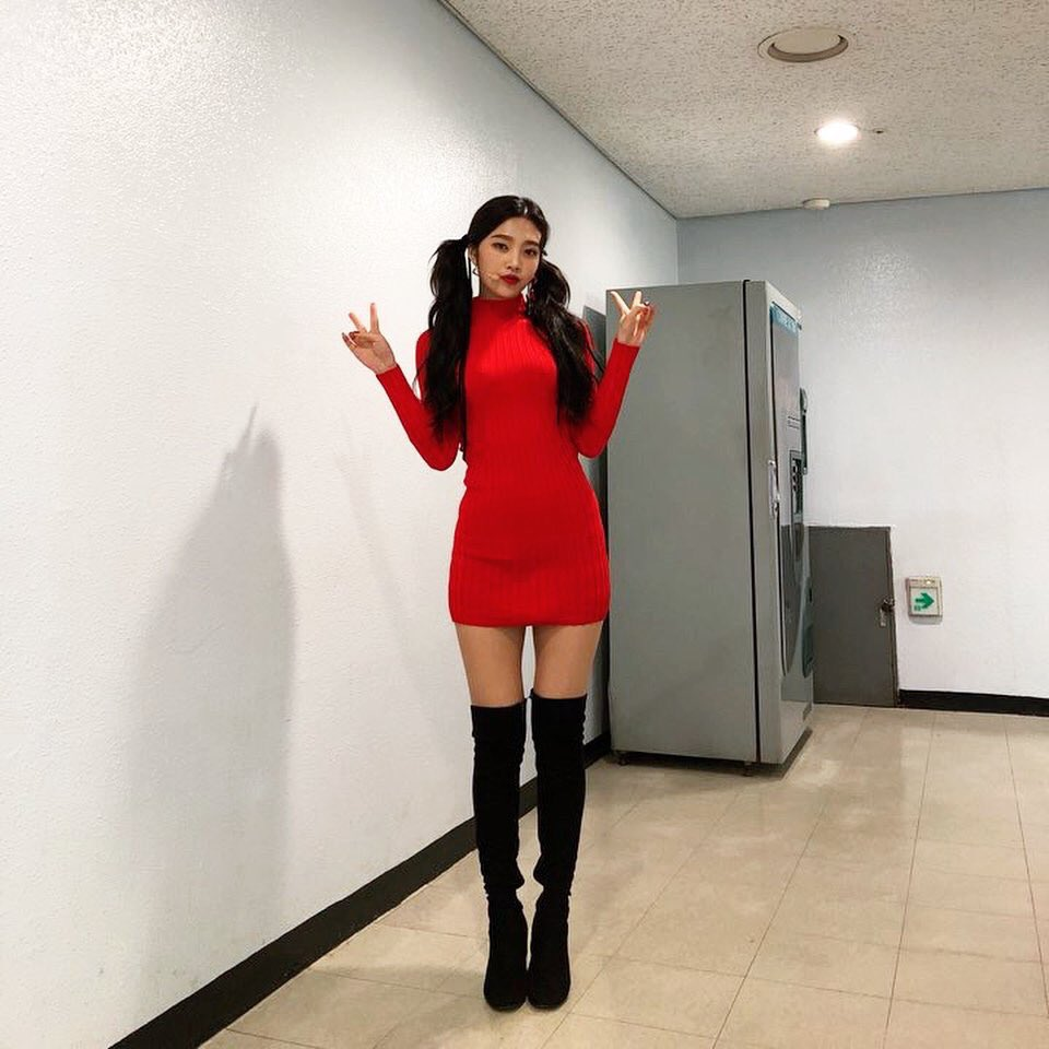 Red Velvet Joy Showcases Her Good Figure In Red Outfit