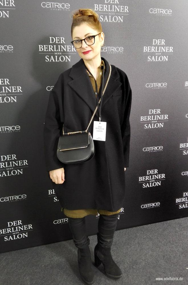 Chrissie aus der Edelfabrik beim Berliner Modesalon backstage