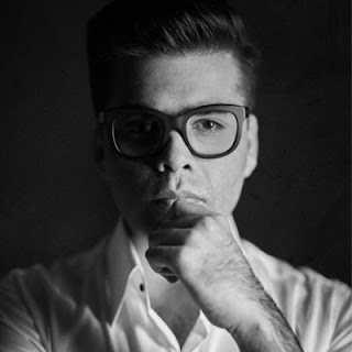 Karan johar wife movies,personal life,age,biography,marriage,house,family name,contact number,tv shows,bahubali,production,address,wedding,date of birth