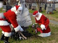 Hantu Terlihat Bersama Santa Claus Saat Natal