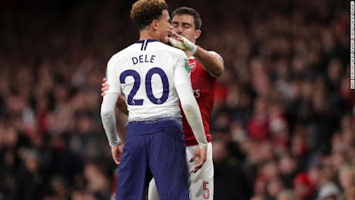 See how an Arsenal fan threw a bottle at Tottenham's Delle Alli