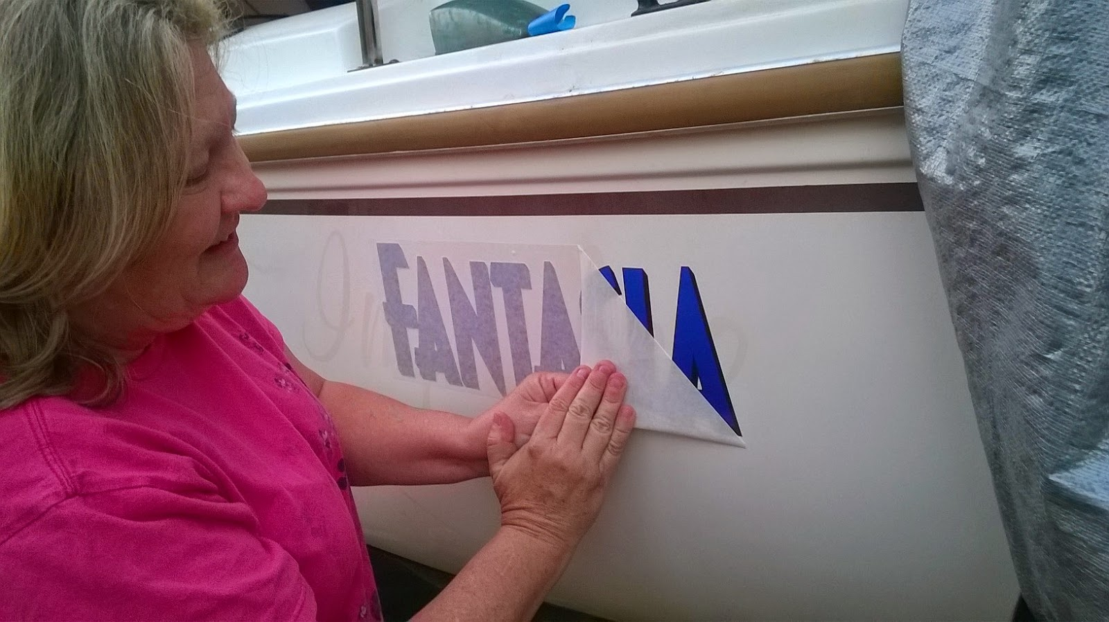 The Catalina 22 Yacht's Log: Put the New Vinyl Name on the Boat