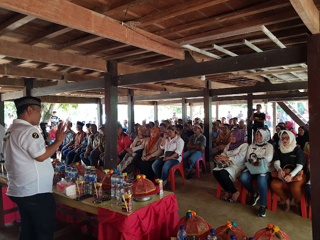 Sasar Kecamatan Bola, BARAKKA Janjikan Perbaikan Jalan dan Bantuan Sapi per KK
