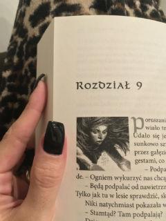 """tajemnicza dziewczyna, """"Virion. Obława"""" Andrzej Ziemiański, fot. paratexterka ©"""