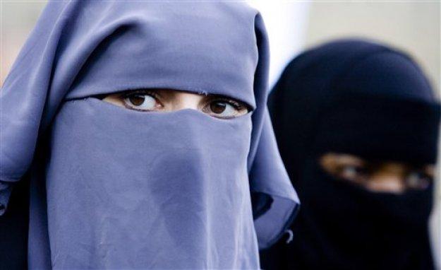 Δανία: Επιβλήθηκε το πρώτο πρόστιμο σε γυναίκα που φορούσε νικάμπ δημοσίως