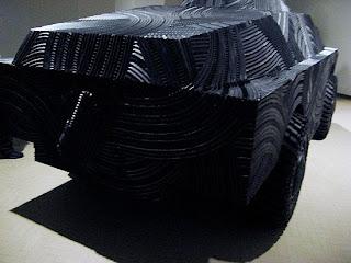 Escultura hecha con llantas recicladas - tanque