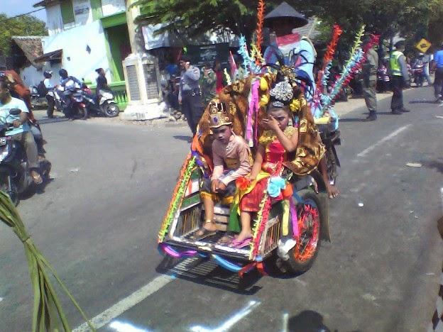Foto becak SDN Tanggir pada karnaval kecamatan singgahan tuban