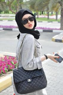 Gaya Hijab Simple Hitam