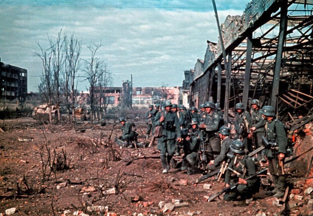 Preparación para un asalto a un almacén en Stalingrado, 1942