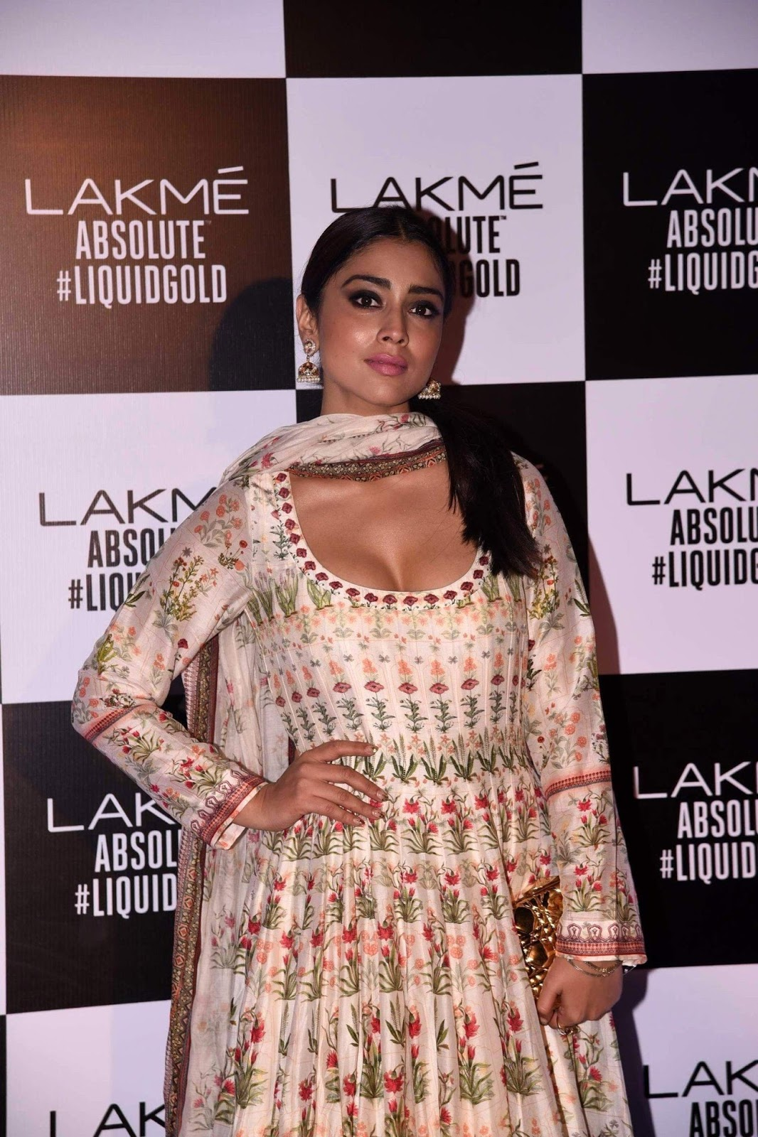 Shriya Saran Super Sexy Show At The Lakme Fashion Week Summer Resort 2017 Grand Finale