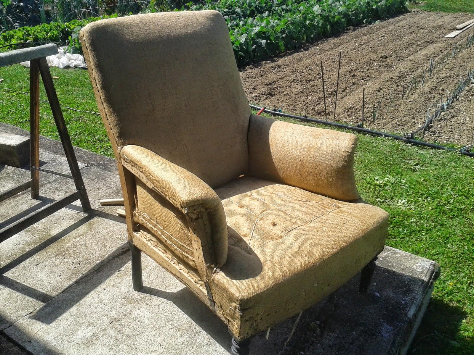 c 39 est pas pour faire tapisserie une paire de fauteuil anglais ah napol on iii quand tu nous. Black Bedroom Furniture Sets. Home Design Ideas