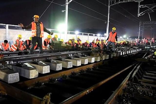 Pekerja China bangun Jalur Rel Kereta Api Baru dalam Waktu 3,5 Jam