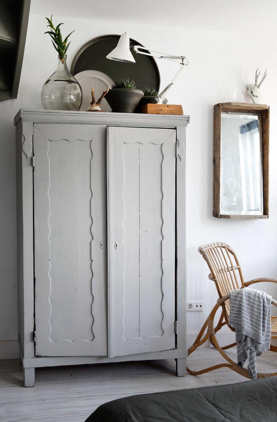 armario, vintage, estilo nordico, estilo industrial, dormitorio, bandejas, damajuana, alquimiadeco