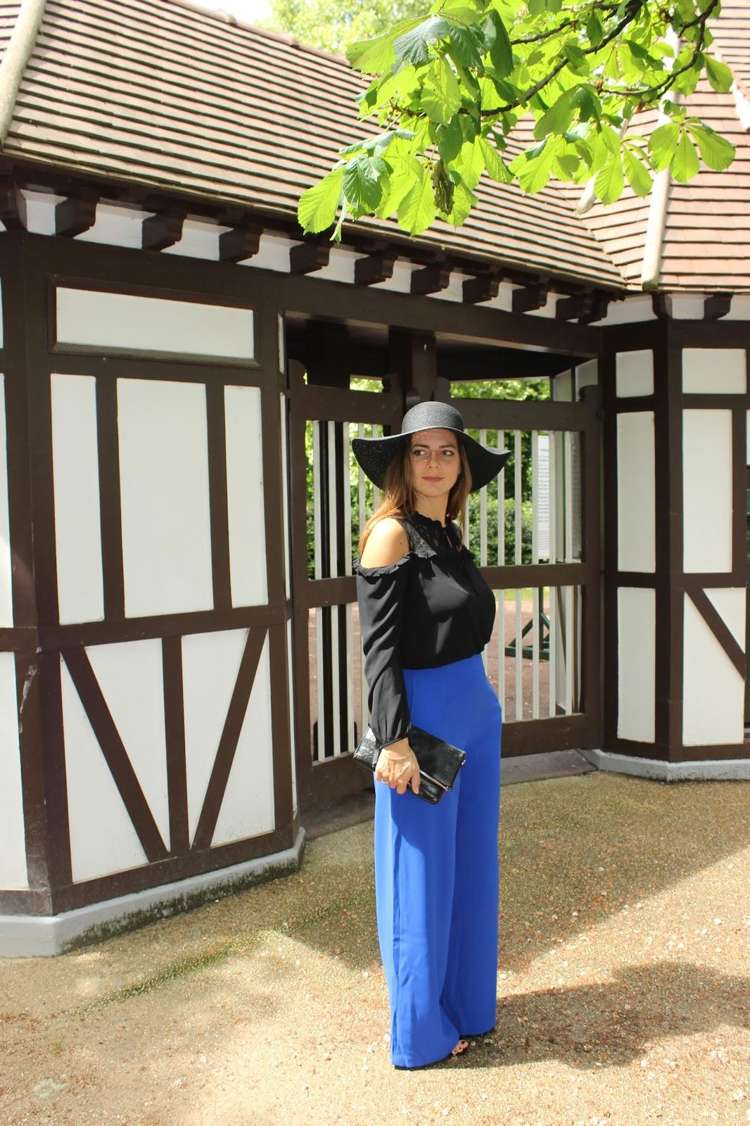 pantalon XXL suncoo bleu, top noir off shoulder naf naf les petites bulles de ma vie