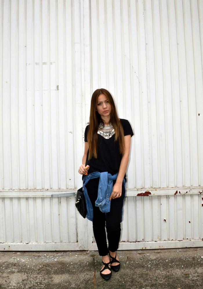 outfit, all black outfit look, statement necklace, black high waisted skinny jeans jeggings, black pointy flats
