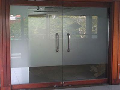 Hình ảnh cửa kính cường lực khung gỗ