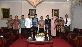 Gubernur Menerima Pejabat OJK Pusat bersama Dirut PT. Bank NTB