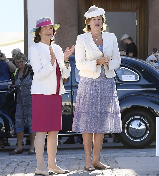 King Carl Gustaf and Queen Silvia visited the opening of annual Swedish King Rally 2016 (Kungsrallyt) in Öland island.