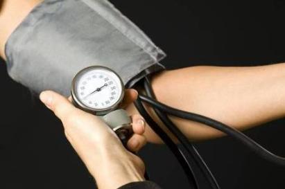 Entenda a ligação e o perigo da pressão alta e a insuficiência renal