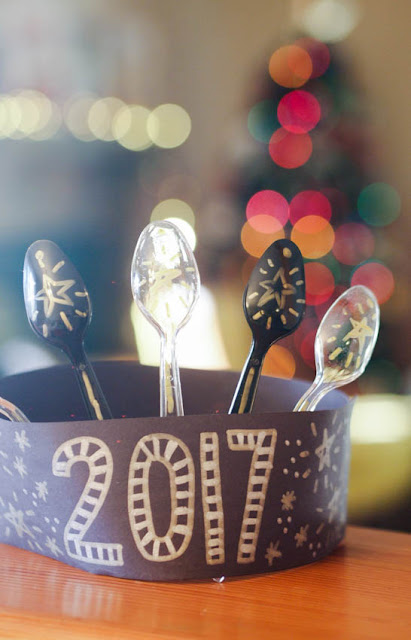 how to make plastic spoon new year crowns- super fun and easy kids craft