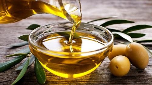 Cara Meluruskan dan Merawat Rambut dengan minyak zaitun