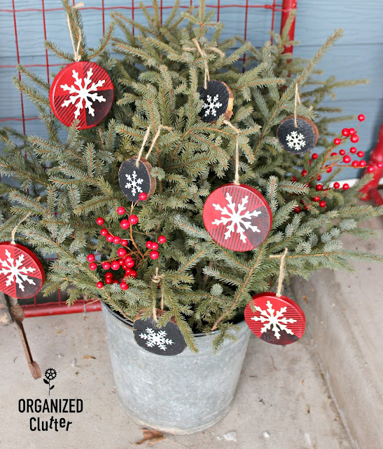 Easy DIY Hobby Lobby Ornaments #stencil #crafting #buffalocheck #woodsliceornament