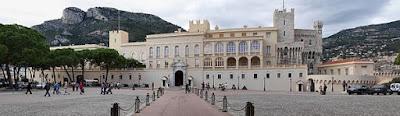 Palacio del Príncipe de Mónaco, para verlo de cerca tendrás que subir una serie de cuestas.