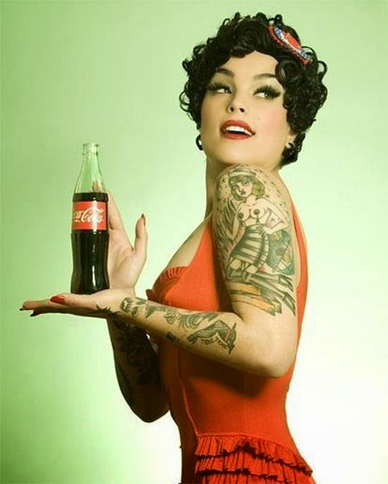chicas pin up con tatuajes