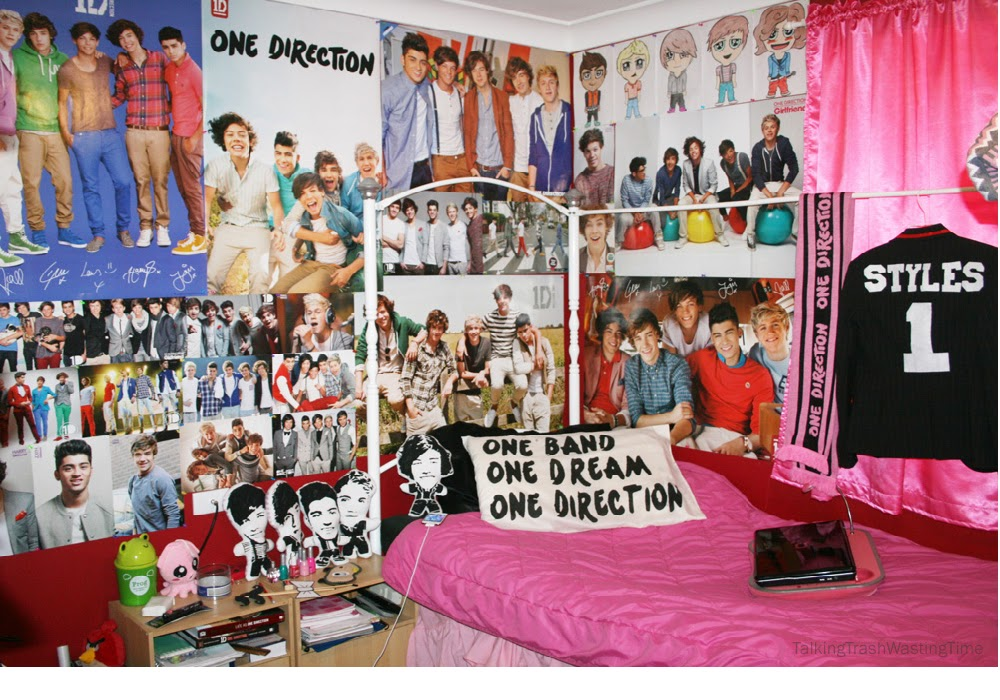 decorate bedroom with posters, ideas for decorate walls with posters, how cover wall with poster and pictures photos, how i can decorate my bedroom with posters,  posters in wall, posters in bedroom, posters in a room