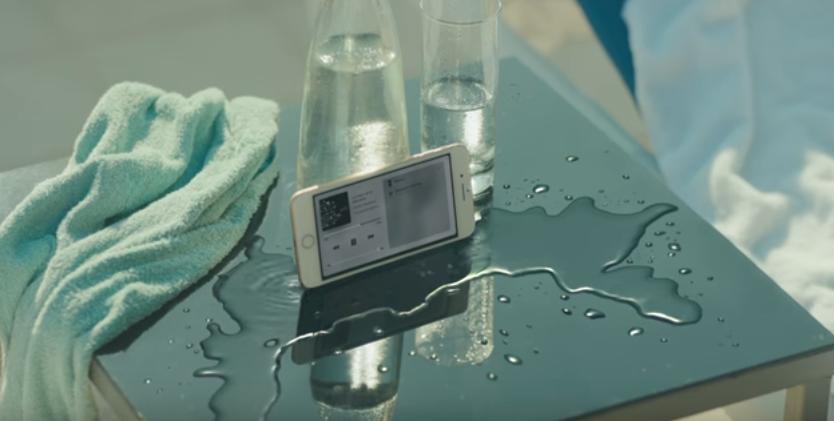Canzone Iphone 7 pubblicità con vecchietto in spiaggia - Musica spot Novembre 2016