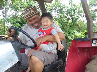 Mbah Kakung & Yukova Nathaniel Drive Tracktor