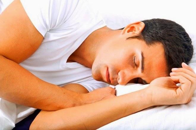 Các tư thế ngủ khiến nam giới bị yếu sinh lý