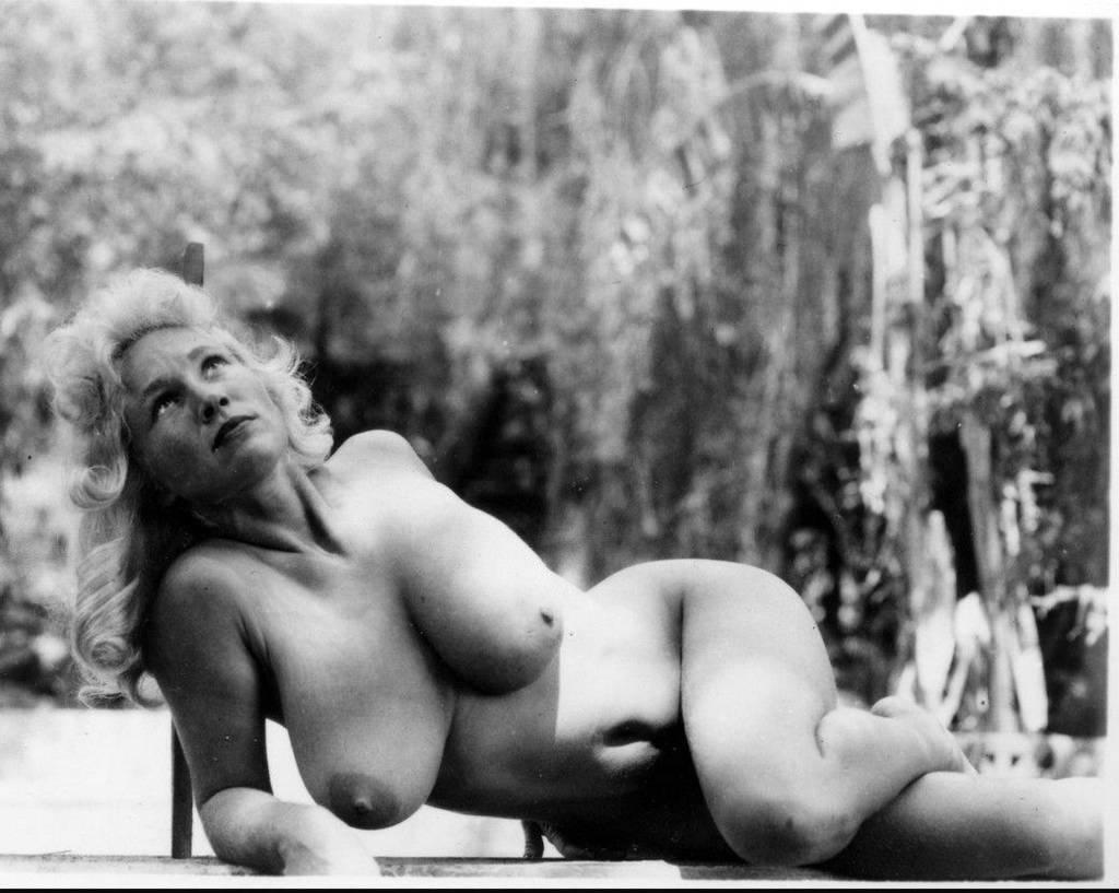 Henstridge topless naked woman virgina