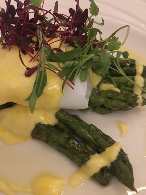duck egg with asparagus and hollandaise