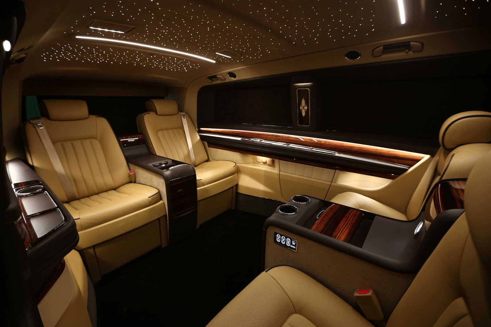 okcu 39 s mercedes v class elegance edition is like a private. Black Bedroom Furniture Sets. Home Design Ideas