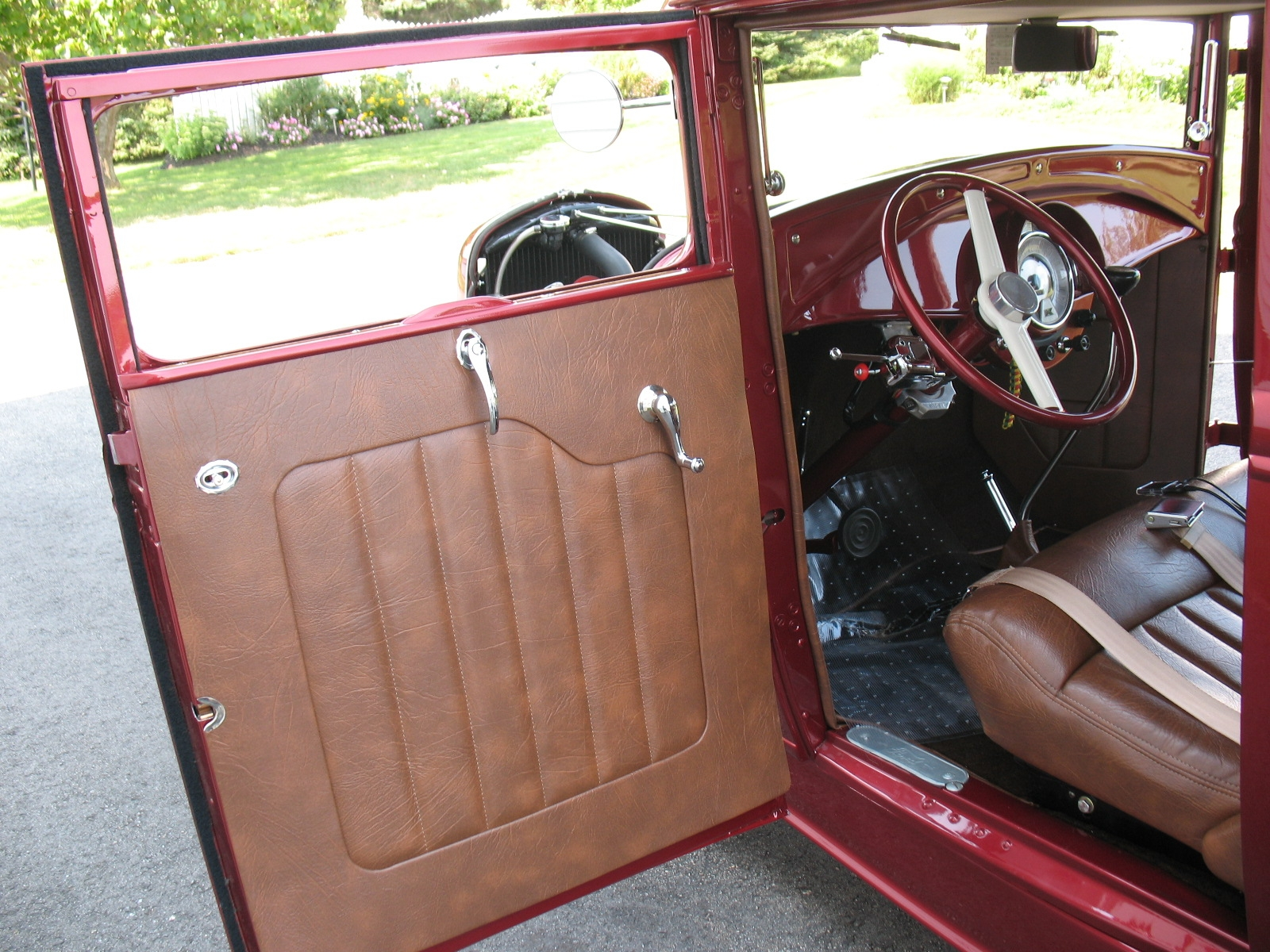 vaphead tom 39 s hot rod coupe interior done. Black Bedroom Furniture Sets. Home Design Ideas