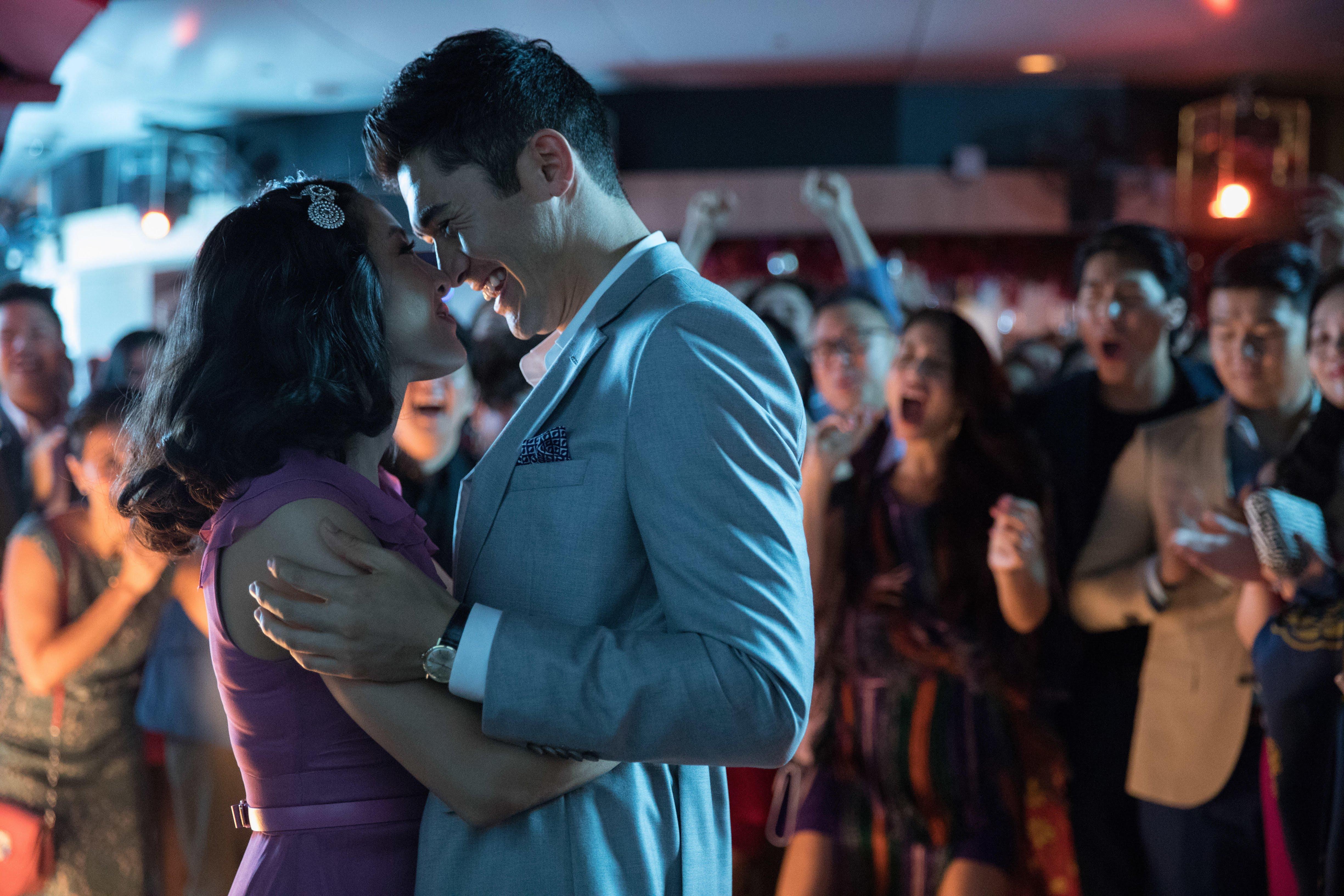 Movie Shopper's Guide - Crazy Rich Asians : オール・アジア系キャストが話題になったロマコメ映画の大ヒット作「クレイジー・リッチ・アジアンズ」の Blu-ray が、来春の2019年2月6日に発売 ! !