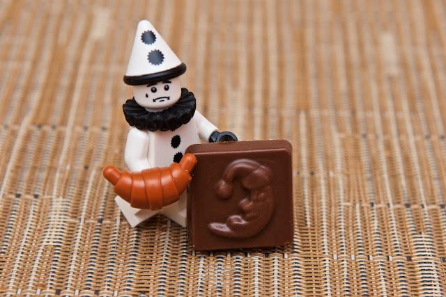 Lego - Advent Calendar - Calendrier de l'Avent - Croissant - Moon- Viennoiserie - Clown- Clown triste Lego - Sad Clown - Lego - Chocolat au lait