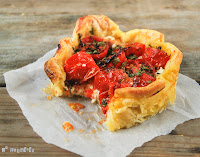 Tartaleta de jamón, ricotta y tomatitos