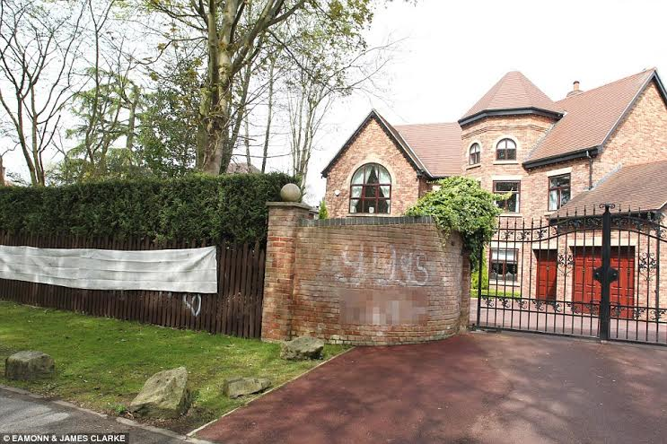 2 Man U's Ryan Giggs' £2million mansion painted with vile abuses after his wife leaves him for cheating with another lady