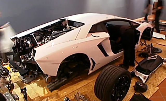 okokno Lamborghini Aventador LP700-4 Assembled in a Museum One Piece at a Time La Forza Del Toro