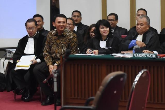 Saksi Berulang Kali Lirik Ahok, Hakim : Saudara Saksi Enggak Boleh Takut Ya