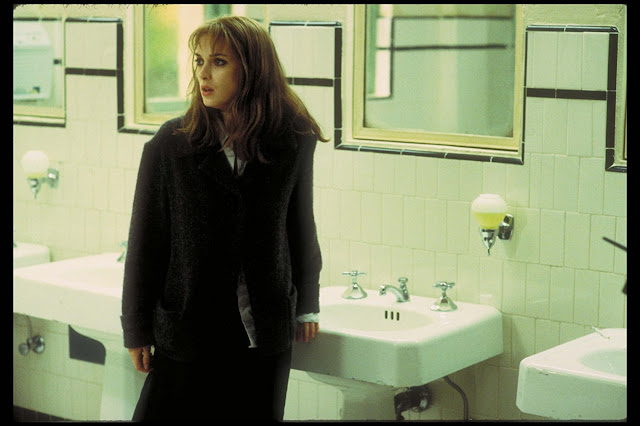 Winnona Ryder is trying to figure out how to steal the sinks in this bathroom.