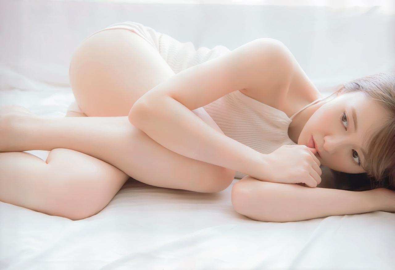 Shiraishi Mai 白石麻衣, FRIDAY WHITE 2018 Vol.1