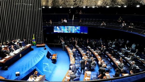 Peritos de defensa y acusación comparecen en juicio a Dilma