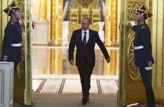 Βλαντιμίρ Πούτιν: Από dj που ήταν στο σχολείο του, έγινε κατάσκοπος της KGB και κατόπιν ένας από τους μεγαλύτερους ηγέτες του πλανήτη...