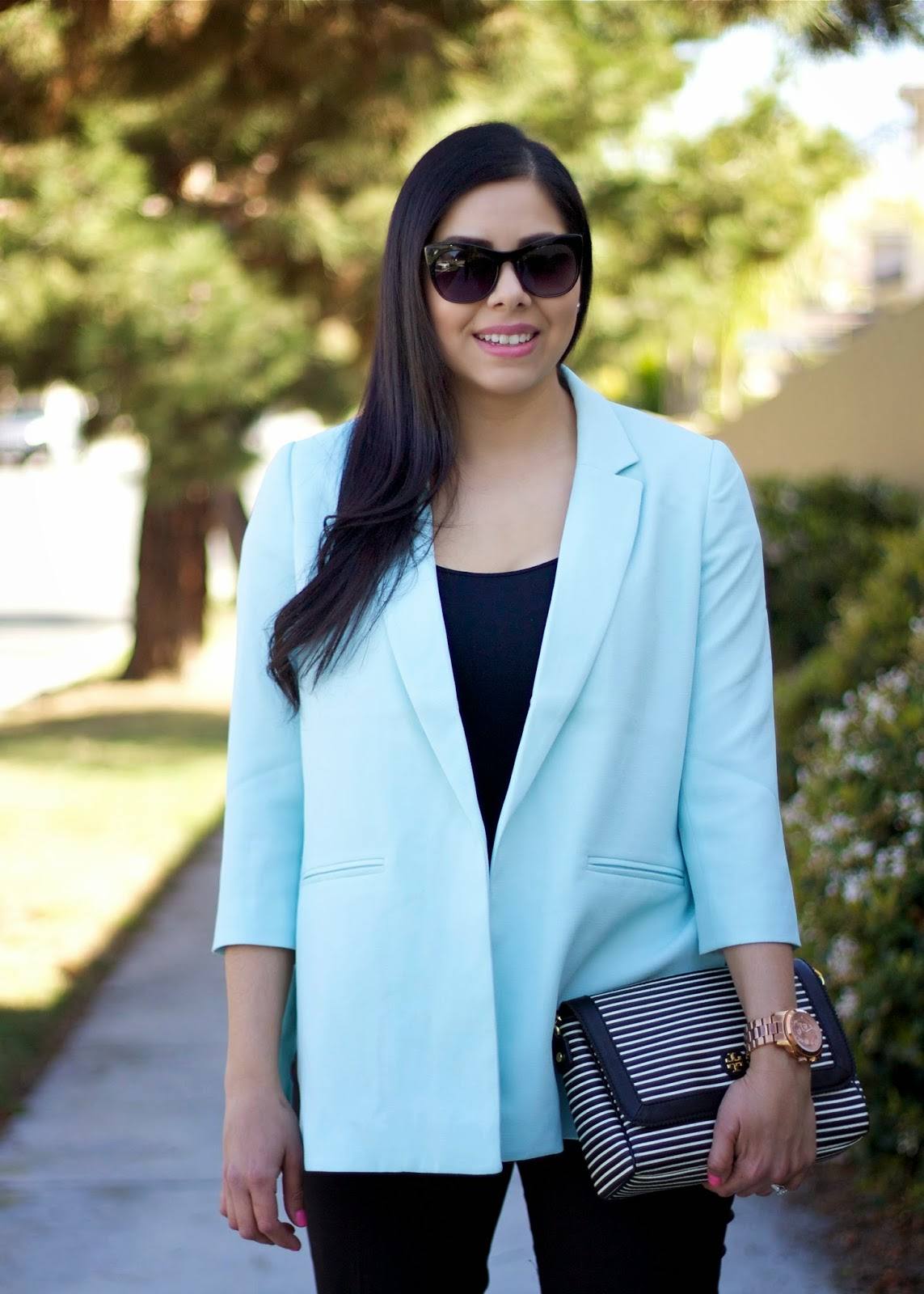 Latina Fashion Blogger, what to wear to an interview, oversized blazer, chic oversized blazer, mexican american style blogger, bebe black top