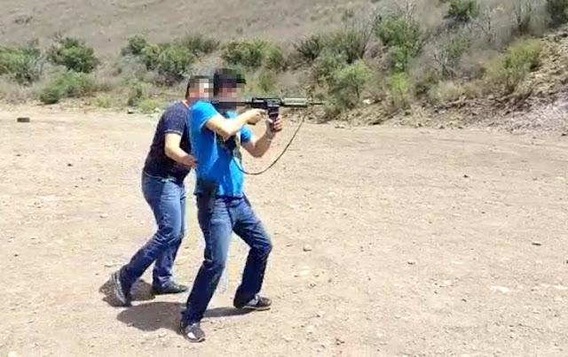 VIDEO, Donde supuesto policía entrena a sicario en campo de tiro en Chihuahua